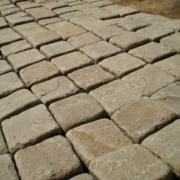 Брусчатка из камня 20 мм 10×10 Серо-зеленая Голтованная